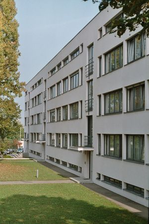 Weissenhof_photo_apartment_house_Mies_van_der_Rohe_Stuttgart_Germany_2005-10-08