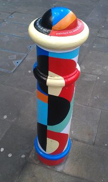 Painted_Bollard,_Winchester_15