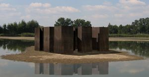 Land_art_sculpture_by_Kurt_Fleckenstein_in_Poland